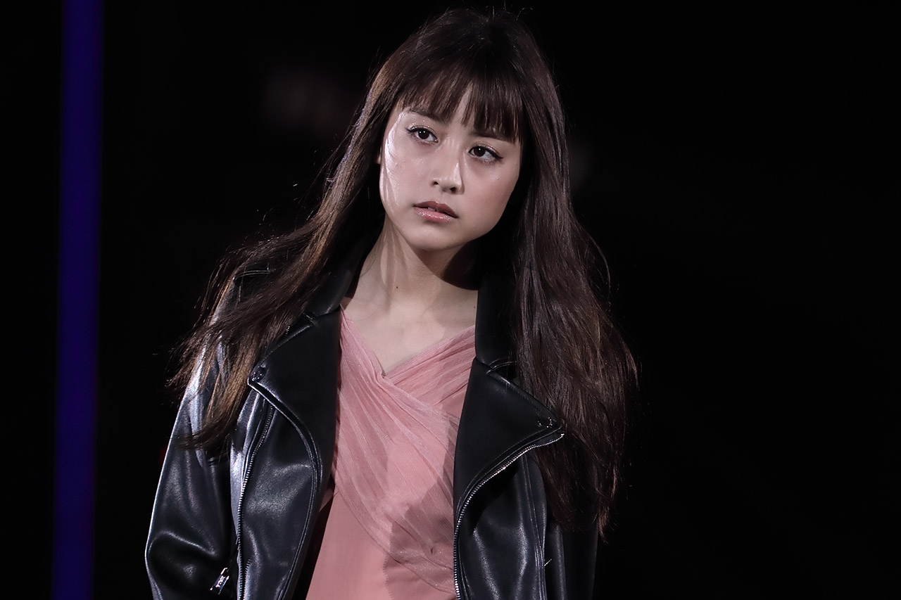 モデルで女優の山本美月が1日、自身のInstagramを更新。キュートなヘアスタイルではしゃぐ姿を披露し、ファンの間で反響を呼んでいる。