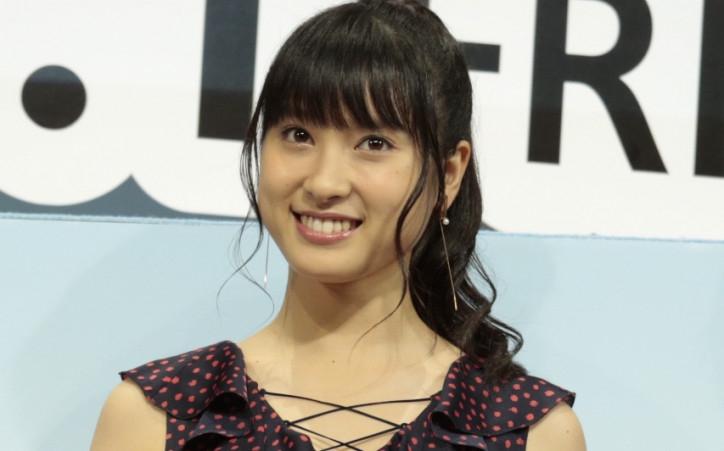 女優の土屋太鳳が21日、自身のInstagramにて、バスケ部だったという中学生の頃の写真を公開し反響を呼んでいる。