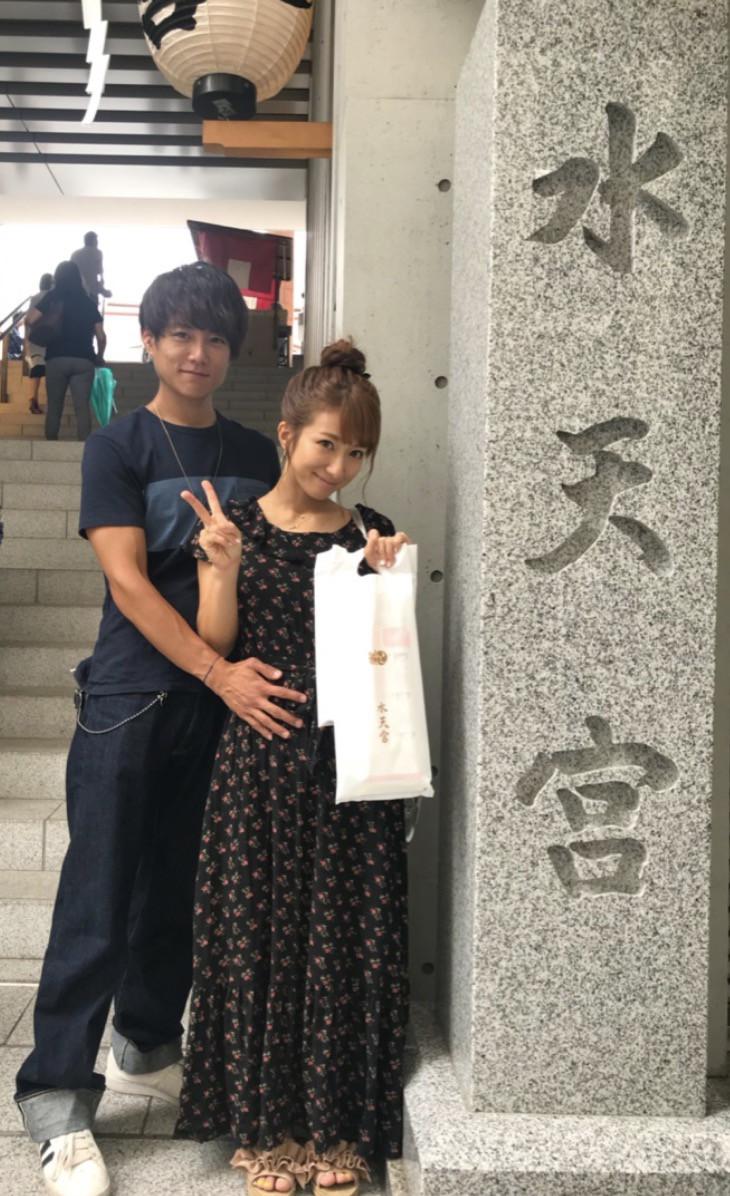 辻希美、夫・杉浦太陽と第4子の安産祈願のため神社へ「健康で産まれてきてくれますように…」