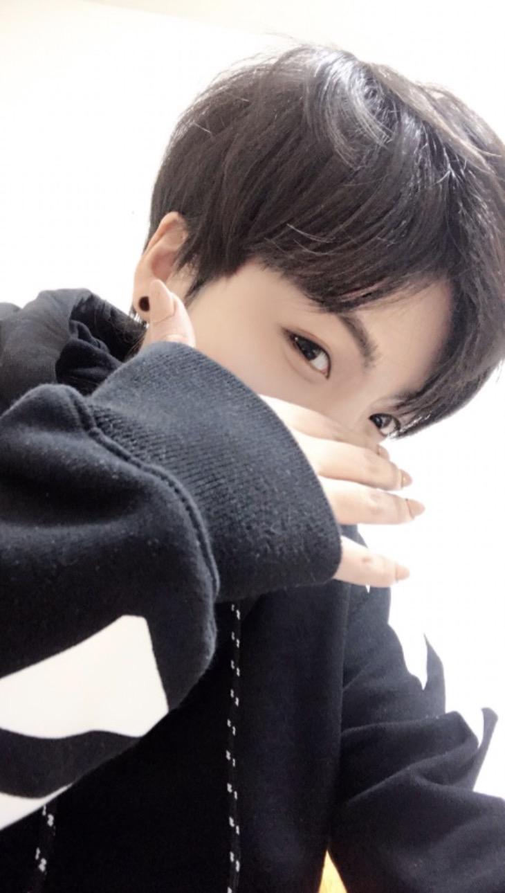 ものまねメイクで人気のタレント・ざわちんが14日、自身のブログを更新。韓国の男性ヒップホップボーイズグループ防弾少年団(BTS)のメンバー・ジョングクの ものまね