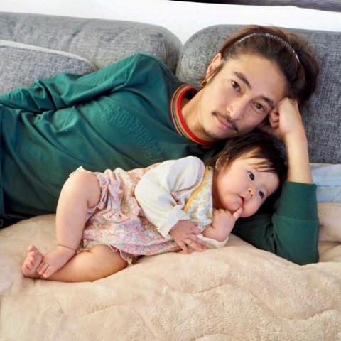 俳優・窪塚洋介の妻で昨年6月に女児を出産したダンサーのPINKYが7日、自身のアメブロを更新。正月を夫の実家で過ごしたことを報告した。