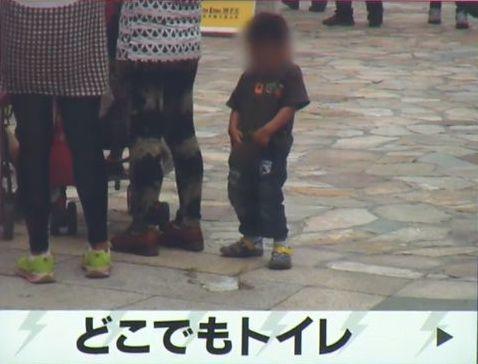 小便を路上でする子供も 上海デ...