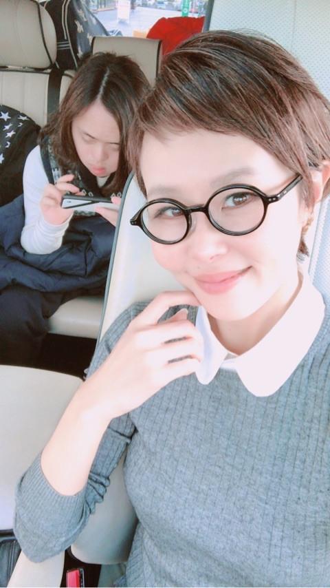パーツモデルの金子エミがアメブロを更新。ダウン症の長男・海人くんが首を痛め、病院で検査を受けたことを報告した。