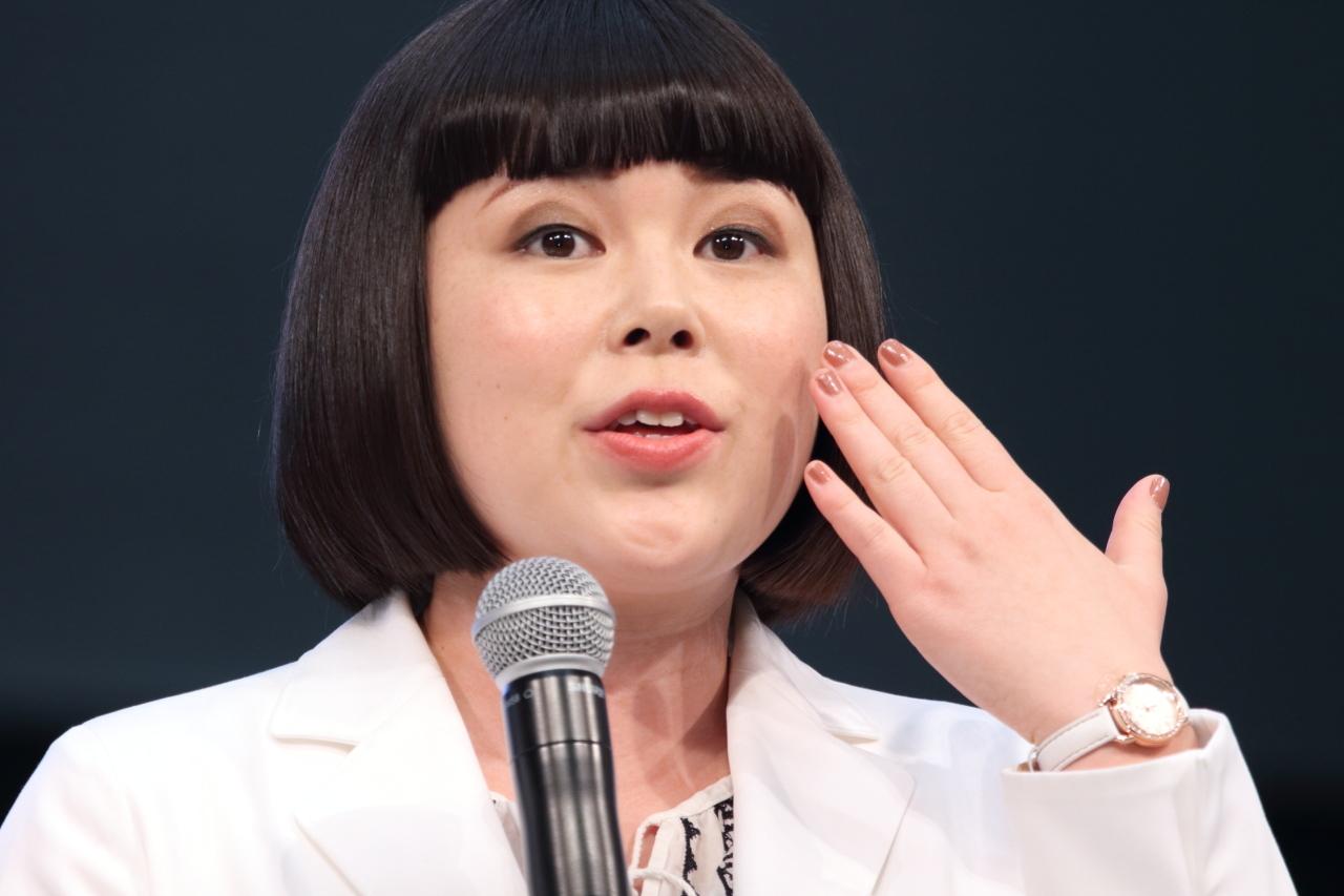 すると共演者の桐谷美玲、水川あさみが、一瞬間を置いて「可愛いよ!」と声を揃えて反応。会場に集まった約2,000人の観客からも同様の反応が出ていた。