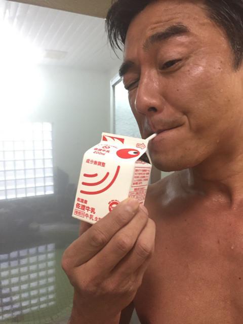 原田龍二、温泉に入った後に牛乳...