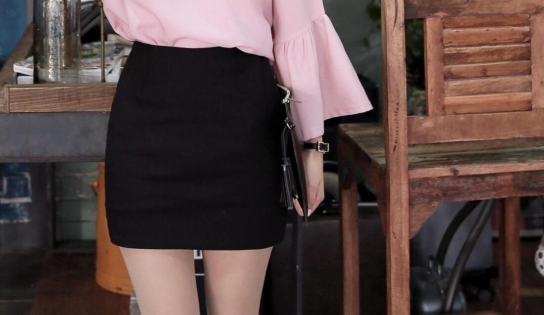 まずは\u2026プリーツスカートからタイトスカートにチェンジ!