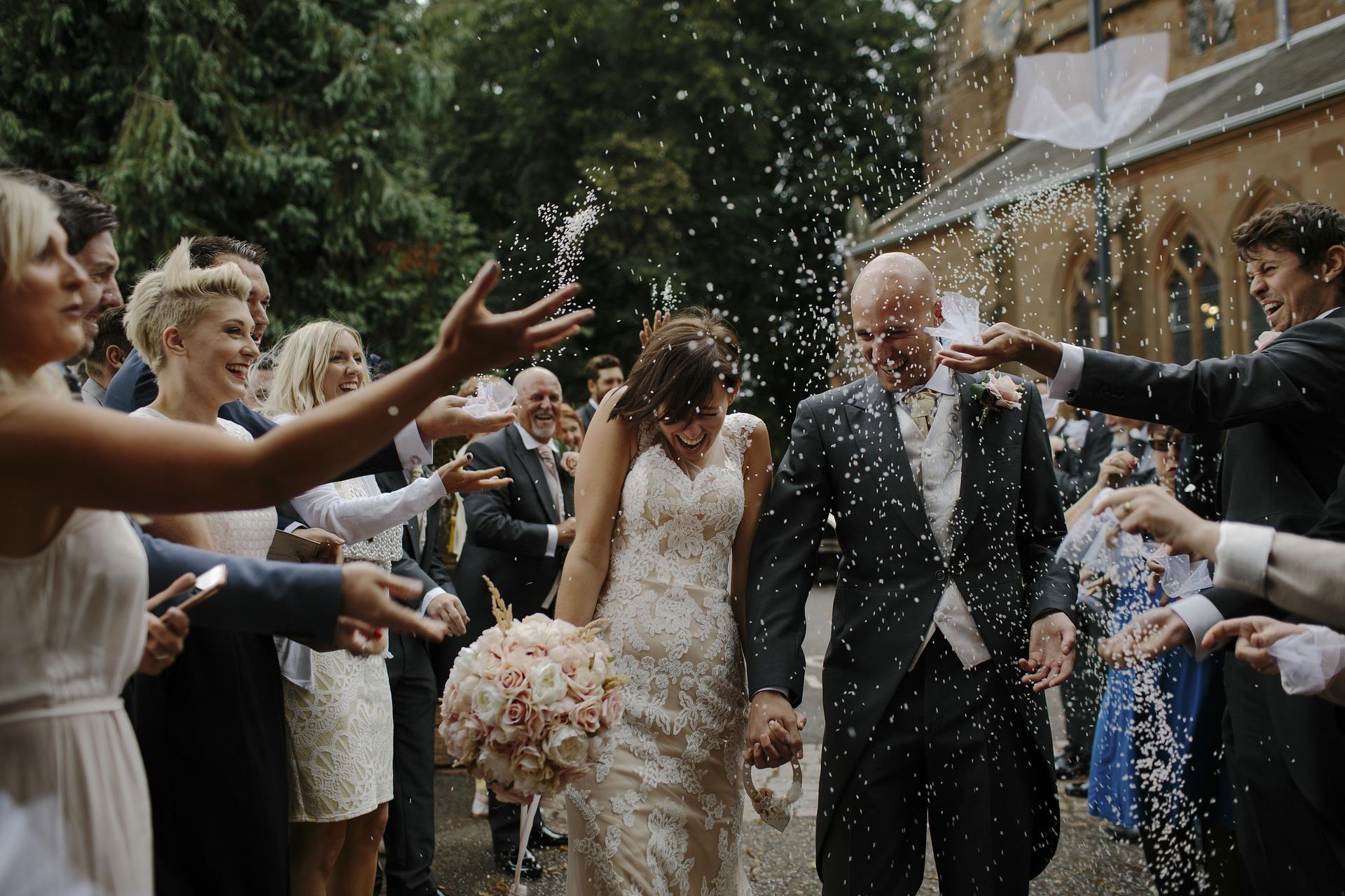 結婚式のBGMで泣ける洋楽曲を人気DJがピックアップ