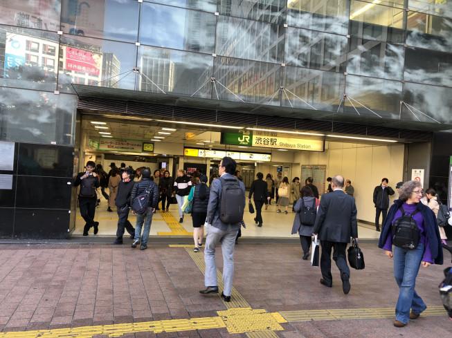 ハチ公 ここ 前 から 【写真で解説】渋谷駅からハチ公までのアクセス