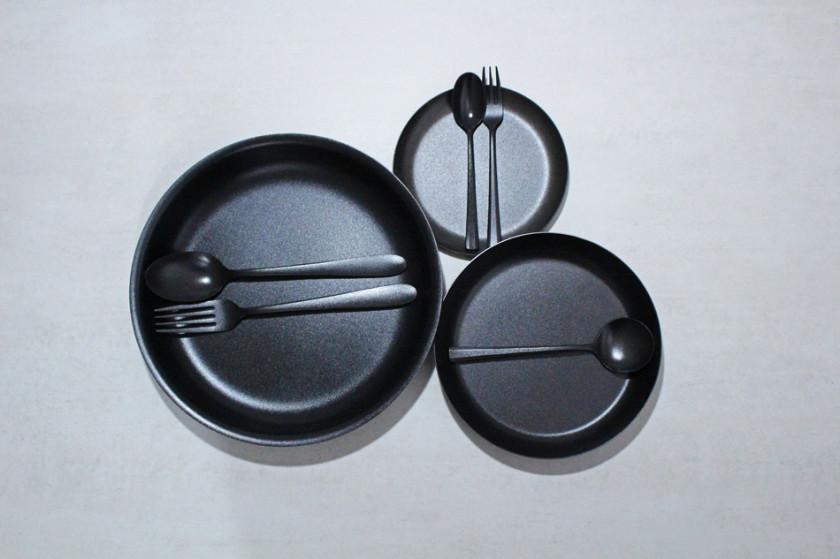 燕三条の職人が手がける黒染めステレンレステーブルウェア【KURO/96】入荷です