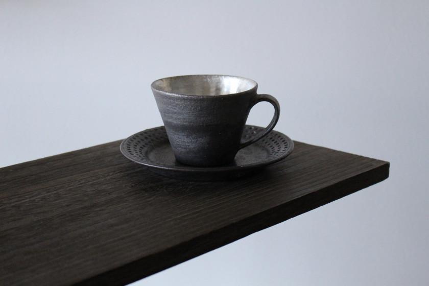 器好きの心をくすぐる美しい黒のマグカップ ドットリム皿 陶芸作家【谷井直人】