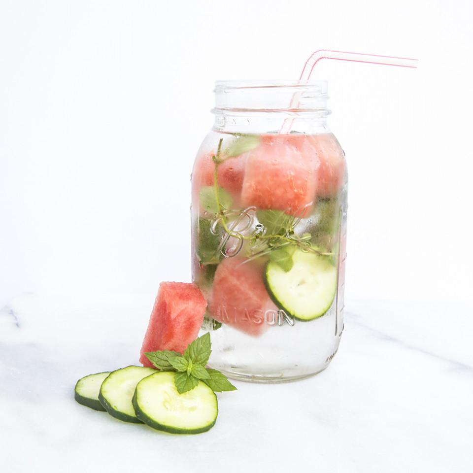 飲むだけで 美肌 デトックス 減量効果のあるインフューズド ウォーターレシピ7選 Bloomy