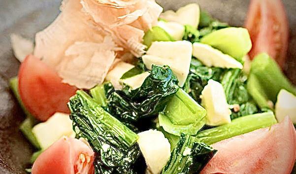 小松菜をこはくしようゆで、美味しく食す。