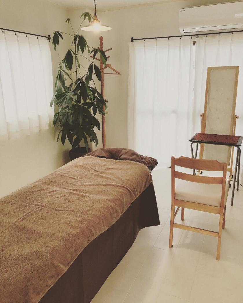 高知のアーユルヴェディックサロンえんがわでデトックス|冷え・むくみ・自律神経にはこだわりのオイルと体を温めるマッサージでサポートします|ご自宅でできるセルフケアから占い、ヘナを使った施術も。