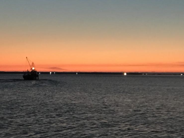 ホタテバイトの船から見た朝焼け