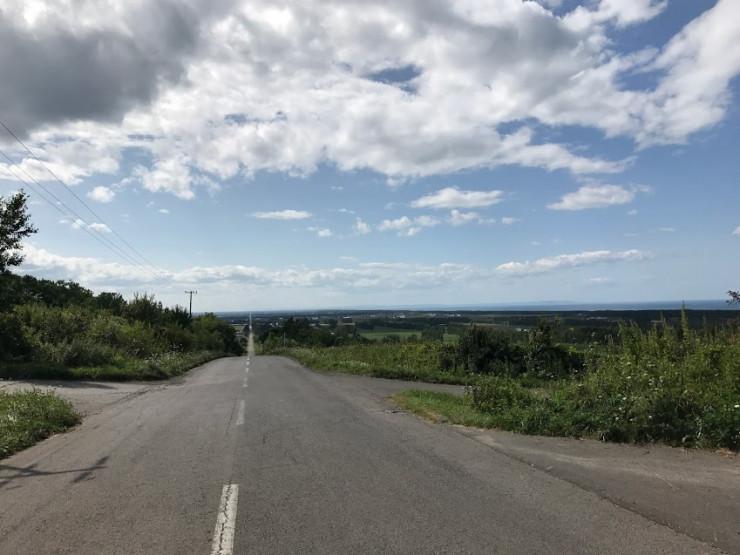 地平線までまっすぐな一本道