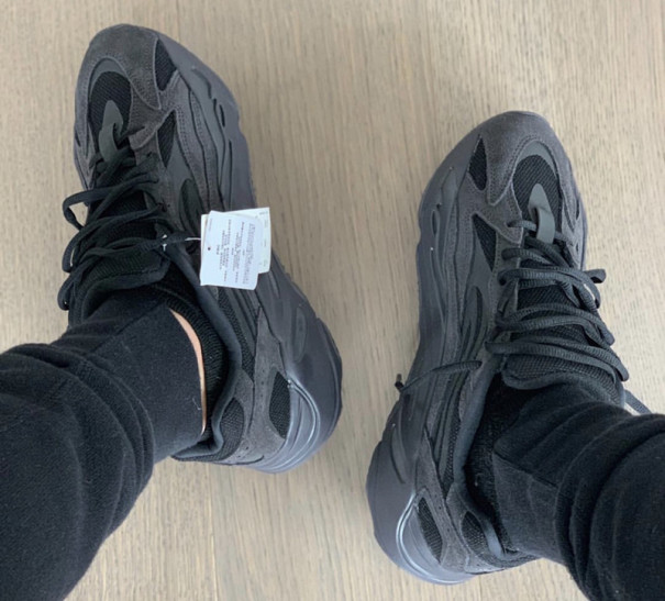 sports shoes 4d38c 5c2bf Yeezy 700 V2
