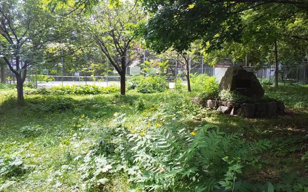 桑園学寮記念碑」。   「歴史のあしあと 札幌の碑」(東部版)