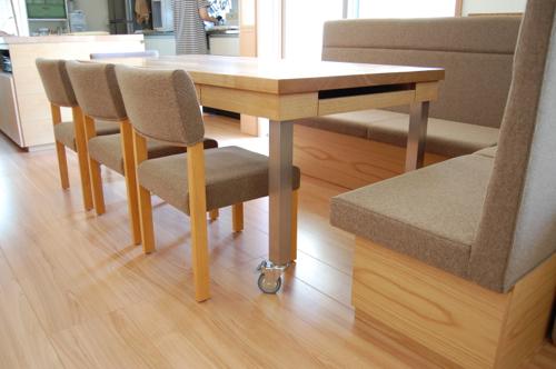 ひきだしいっぱいのテーブルとl型収納つきベンチソファ神戸市西区